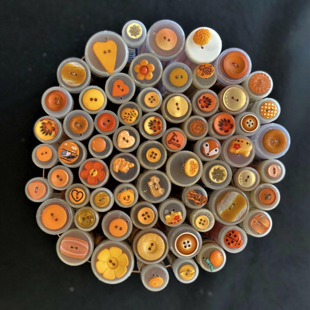 Oransje knapper - Singer Sysenter